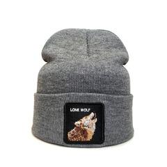 Вязаная шапка с принтом (эмблемой) Волка серая