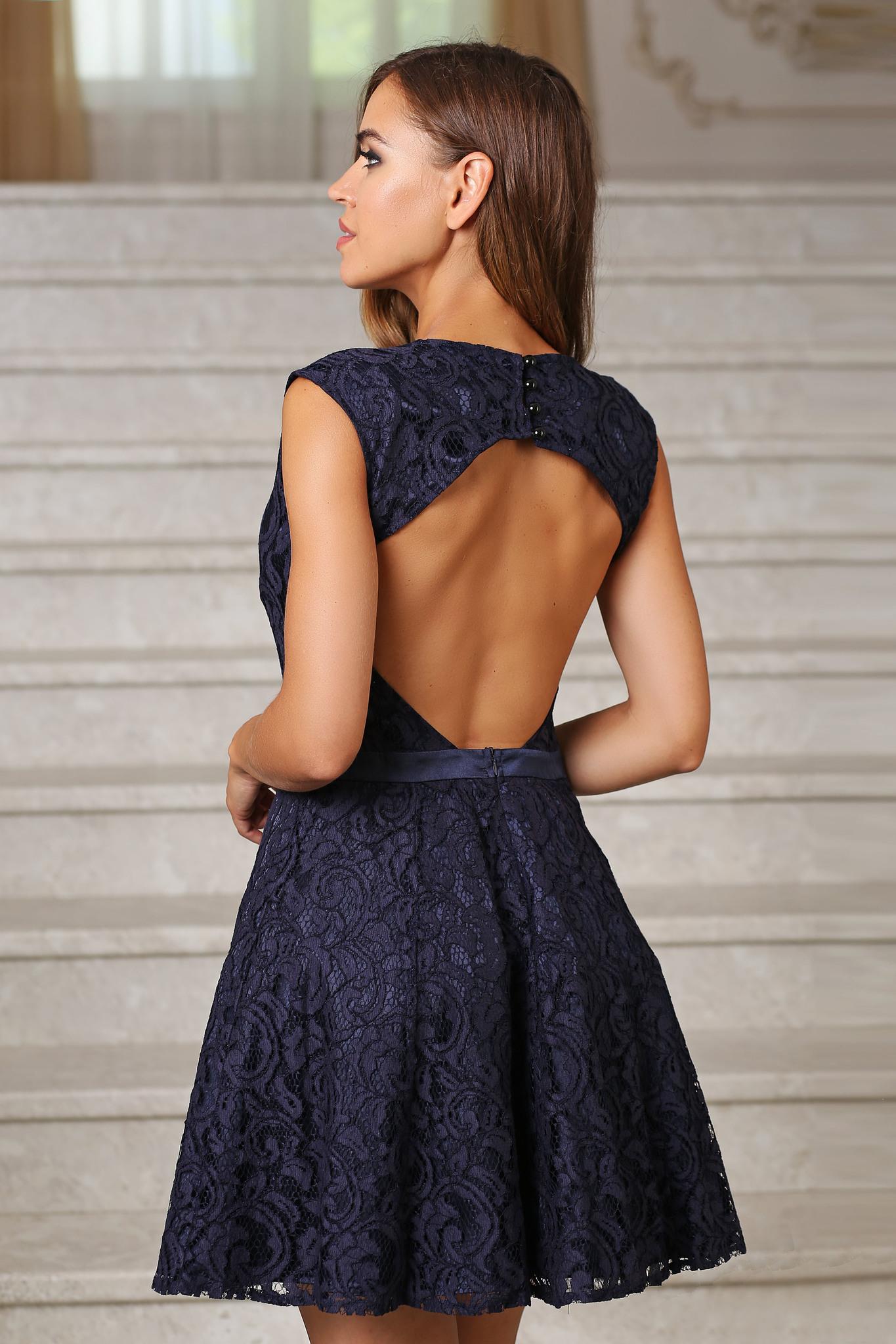 848fbad79ea Коктейльное кружевное платье с открытой спиной