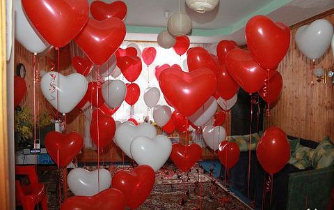 Украшение комнаты шарами