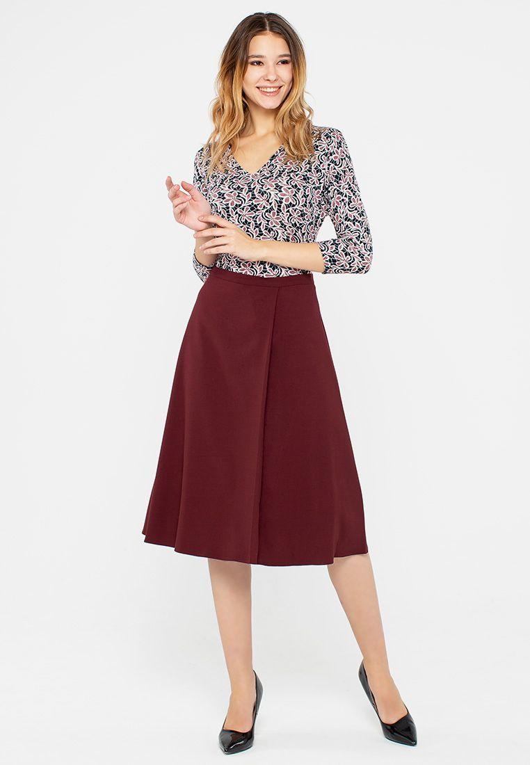 Юбка Б093-369 - Расклешенная юбка с одной складкой с левого бока. Актуальная в этом сезоне длина, плотная костюмная ткань делают юбку комфортной и универсальной.