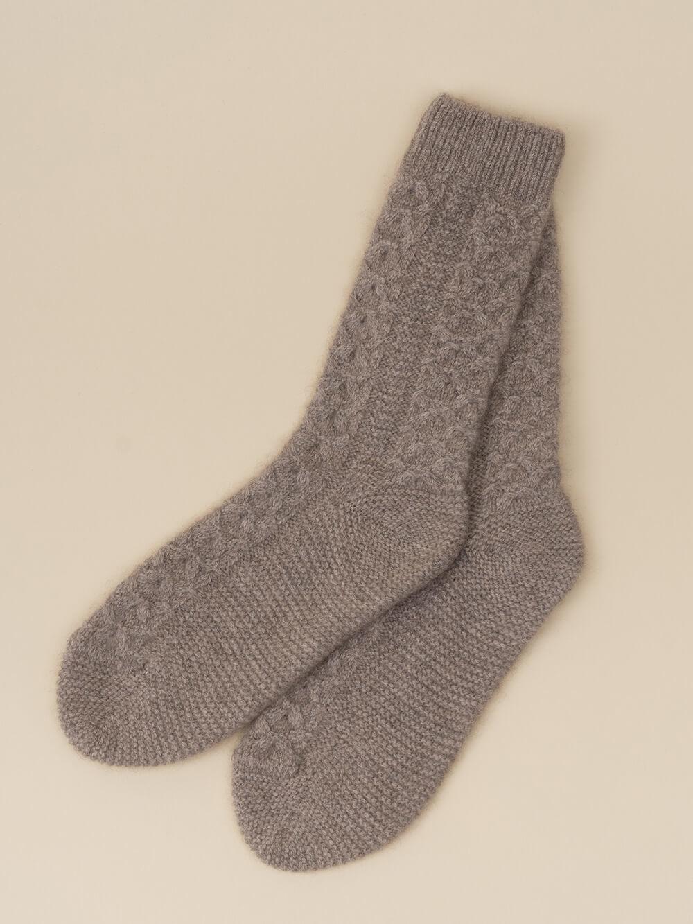 Женские носки бежевого цвета из 100% кашемира - фото 1