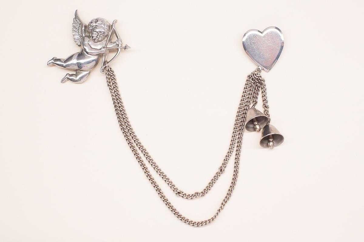 Брошь-шатлен «Купидон» от Coro  |  Cupid and Heart Coro Chatelaine Brooch