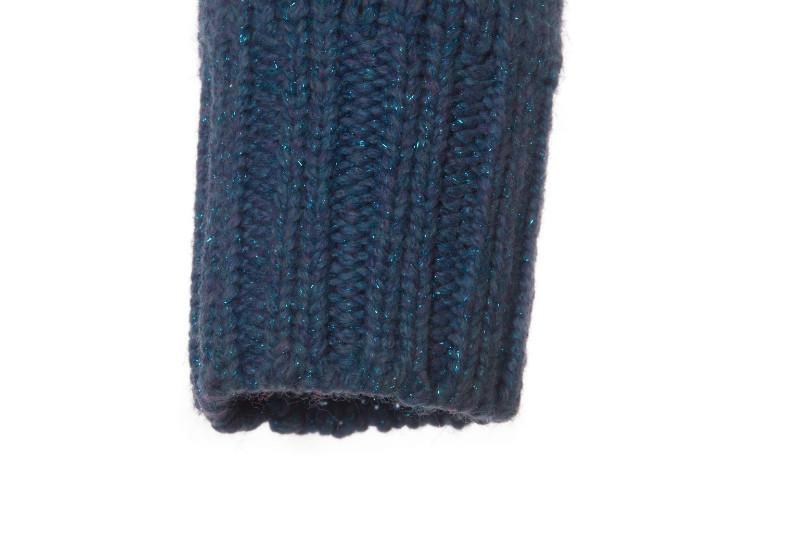 Красивый шерстяной свитер из шерсти голубого цвета от Chanel, размер S