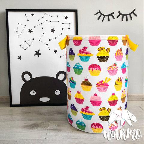 кошик для іграшок з солодощами і кексами фото