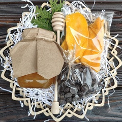 Подарочная корзина манго, шоколад, мед липа, 420 гр.