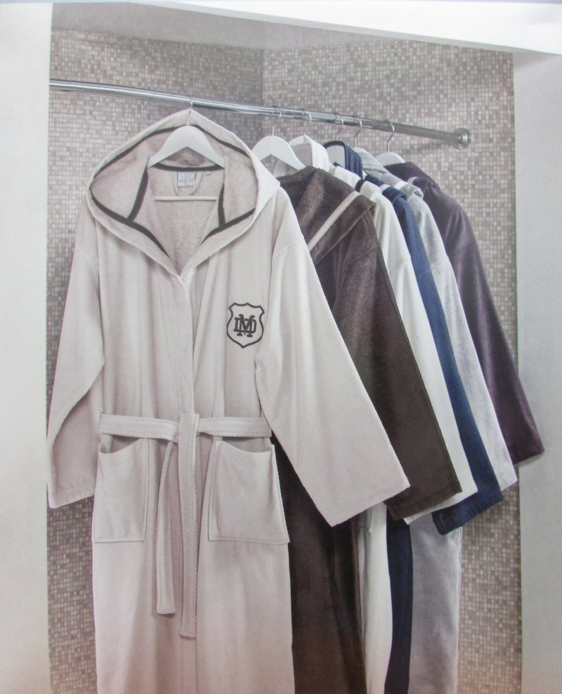 d924e942b1e5 ... махровый мужской халат с капюшоном Maison Dor Турция. Наведите для  увеличения