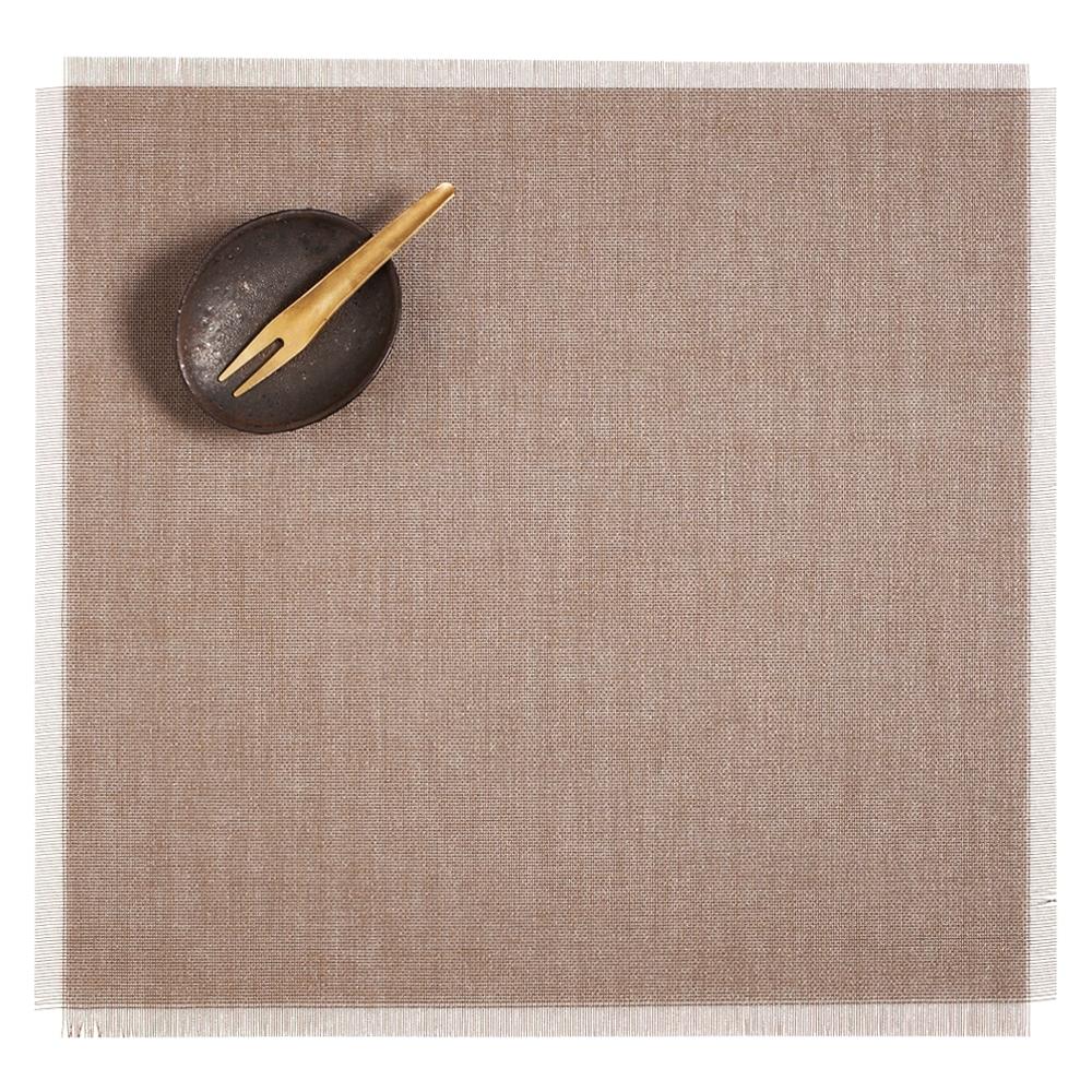 Салфетка подстановочная, винил, (38x39) Sand CHILEWICH Metallic Fringe арт. 100345-002Сервировка стола<br>длина (см):38материал:винилпредметов в наборе (штук):1страна:СШАширина (см):39.0<br>Официальный продавец CHILEWICH<br>
