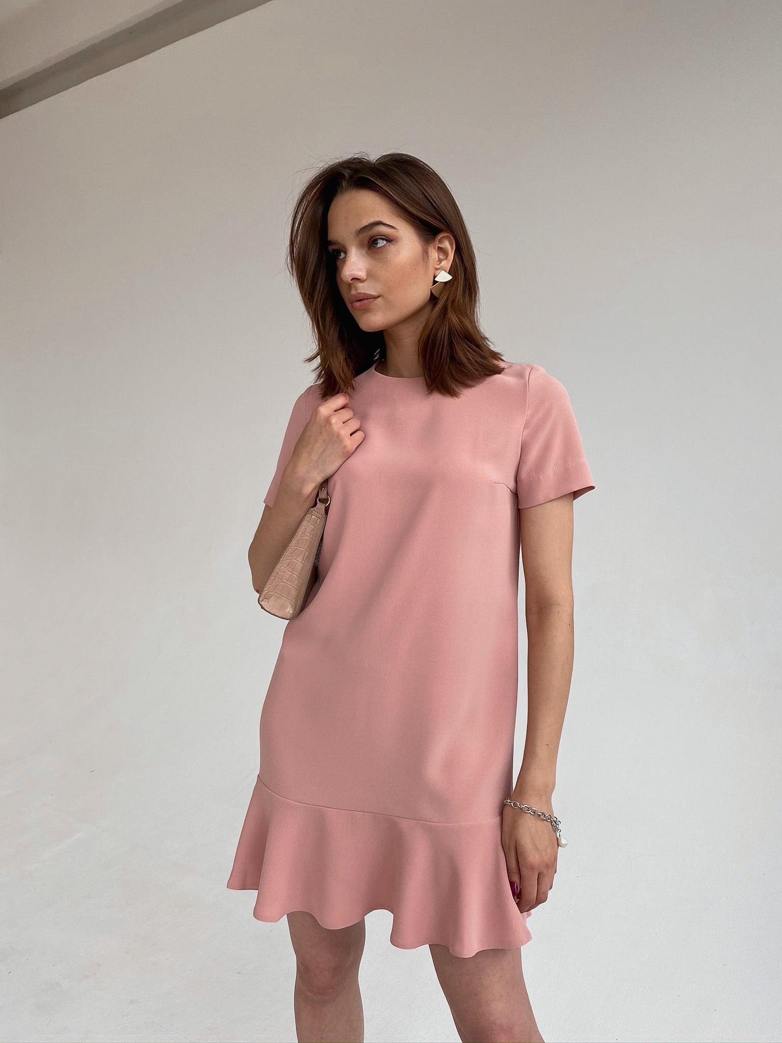 Платье прямое мини с воланом (пудровый)