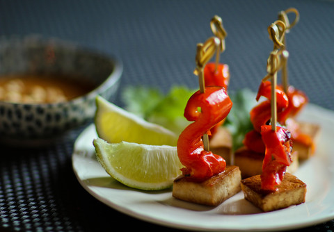 https://static-eu.insales.ru/images/products/1/1812/15353620/thai_tofu_satay.jpg