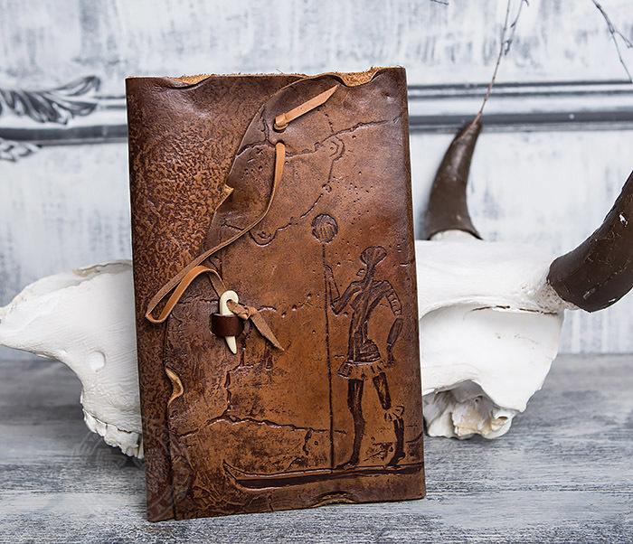 BY01-06-02 Прикольный кожаный блокнот «Лодочник» с застежкой - клыком (А5)