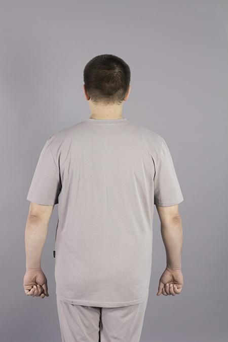 Выкройка мужской футболки вид сзади