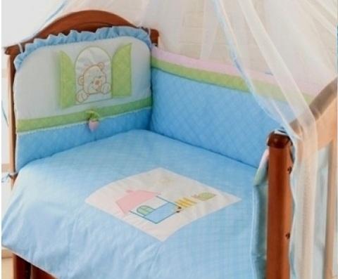 Защита в детскую кроватку Клубничка голубой