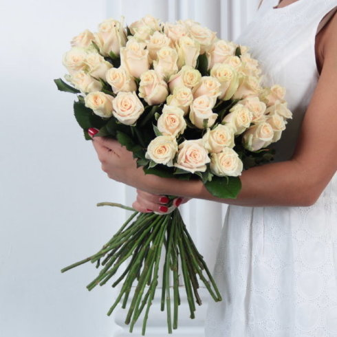 Букет 35 кремовых роз Талеа
