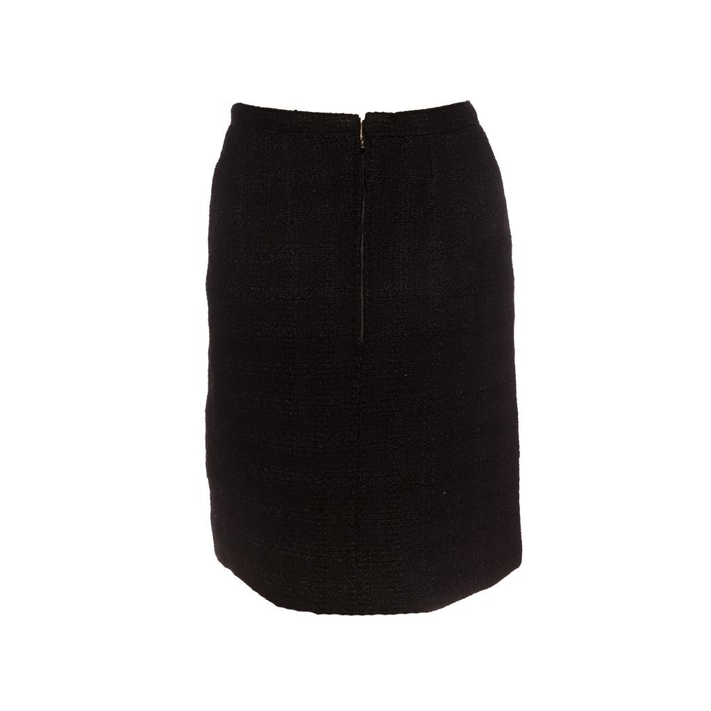 Классическая юбка из твида черного цвета от Chanel, 38 размер.