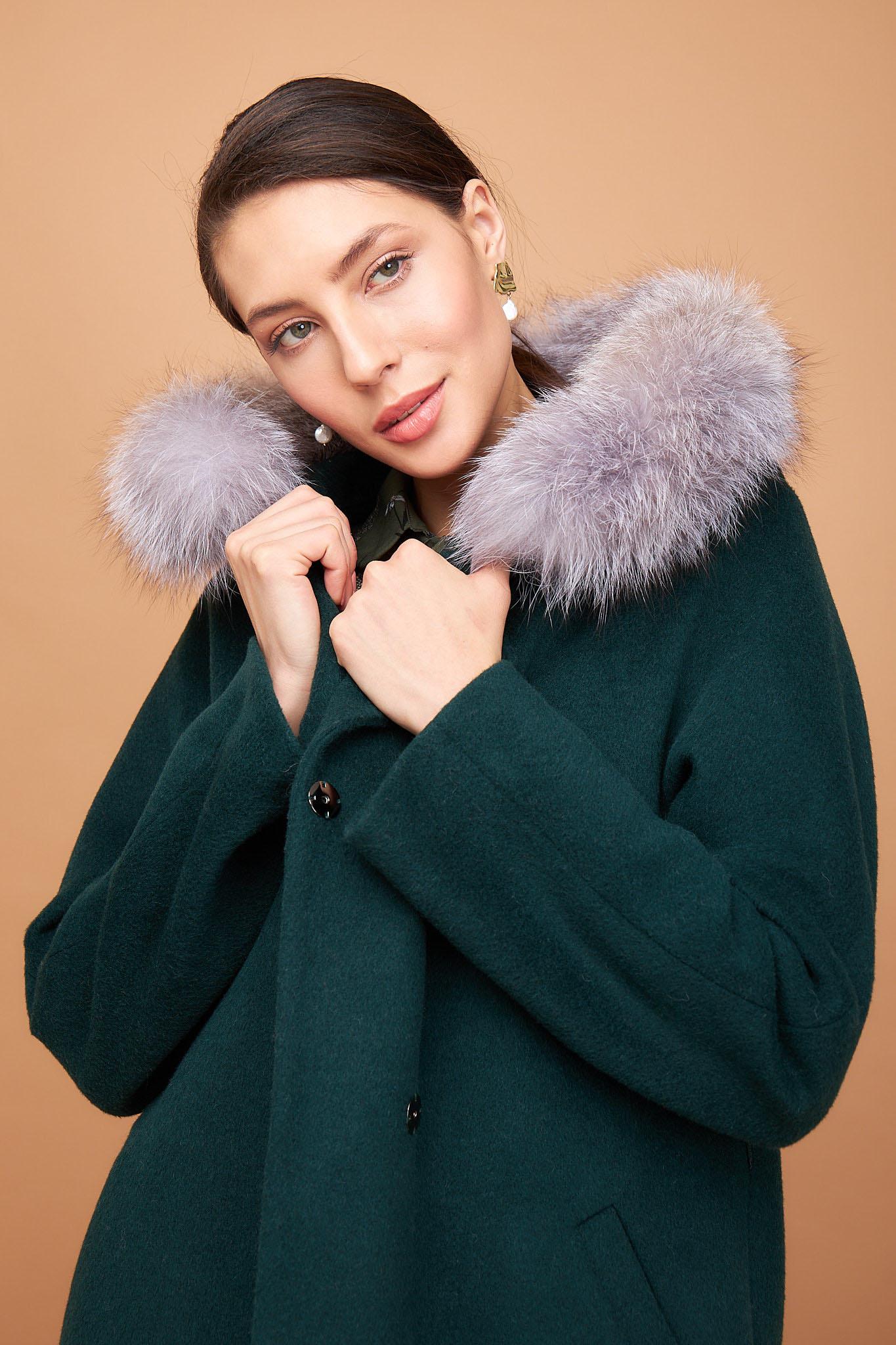 Пальто с капюшоном удлиненное