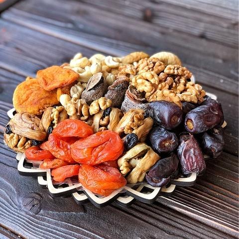 Фотография Подарочная корзина орехов и сухофруктов, 1,1 кг, №7 купить в магазине Афлора