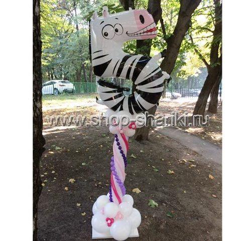 Колонна из шаров с бусами и 5 зебра