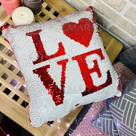 Подушка декоративная квадратная с пайетками меняющая цвет Белая-Красная с надписью (30х30х12 см)