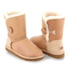/collection/zhenskie-uggi/product/ugg-classic-bailey-button-metallic-sand