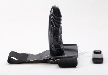 Женские страпоны: Чёрный страпон с вибрацией - 16 см.