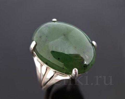 кольцо с нефритом кс-7114