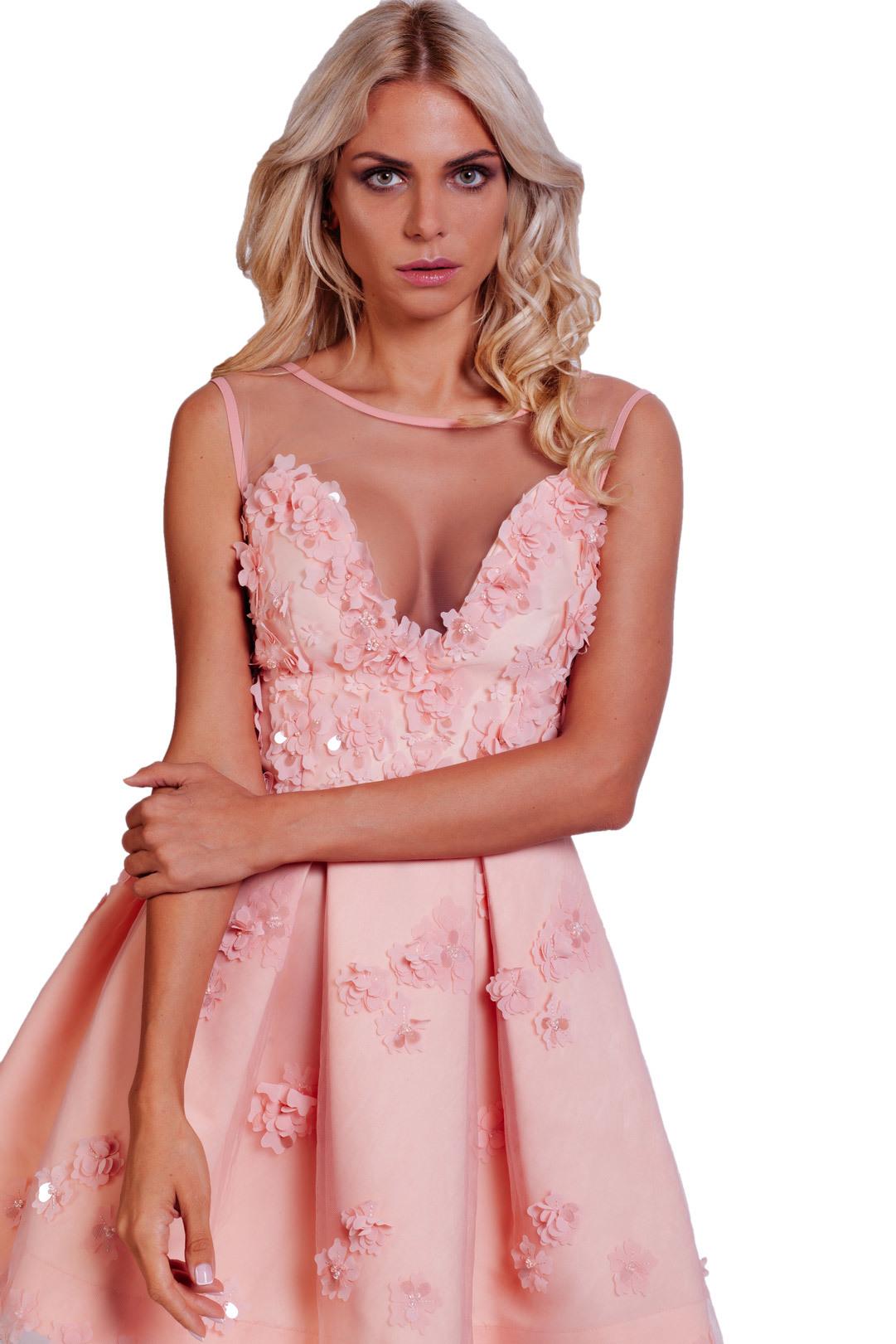 Розовое кружевное мини-платье с 3-Д цветами и открытыми плечами