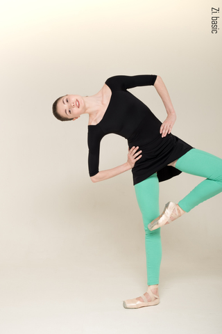 Set for size S: 2 Sleeves leotard + The Skirt Stretches + One leg warmer (2 items)