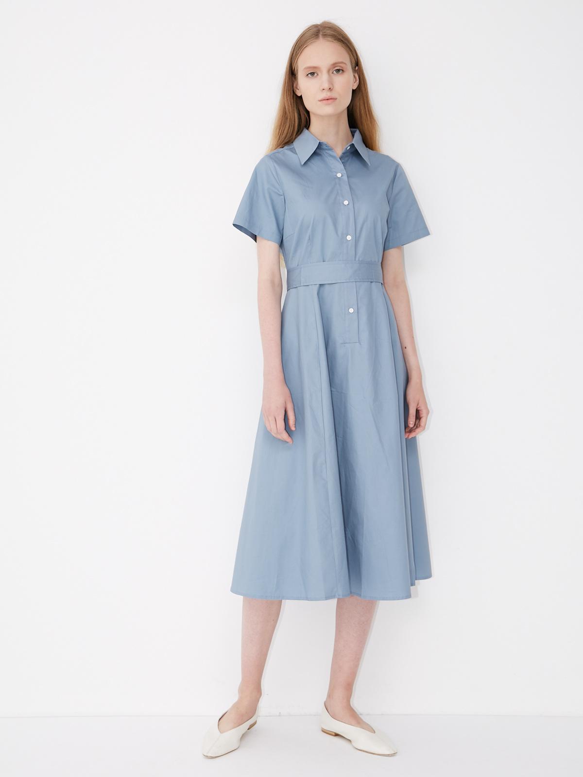 Платье приталенное с застежкой на пуговицы и поясом
