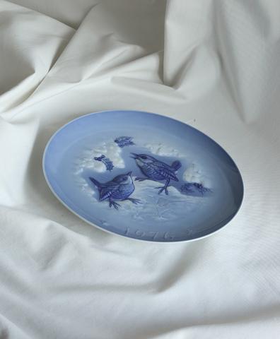 Тарелка с изображением птиц