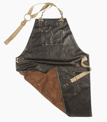 Мужской брутальный кожаный фартук тёмно-коричневый ручной работы с удобными нагрудным и нижним карманами с регулирующимся ремнём из стропы Brewer Lab 17113 из импортной натуральной кожи