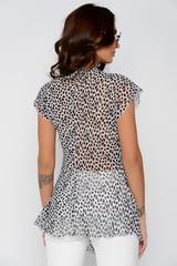 Легкая шифоновая блузка для летних прогулок. V-образный вырез. По груди эффектная сборка.