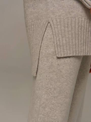Женский свитер светло-серого цвета с высоким горлом из шерсти и кашемира - фото 3