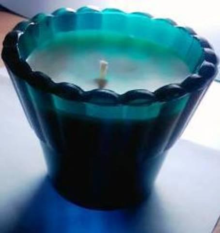 Свеча в рифленом стаканчике
