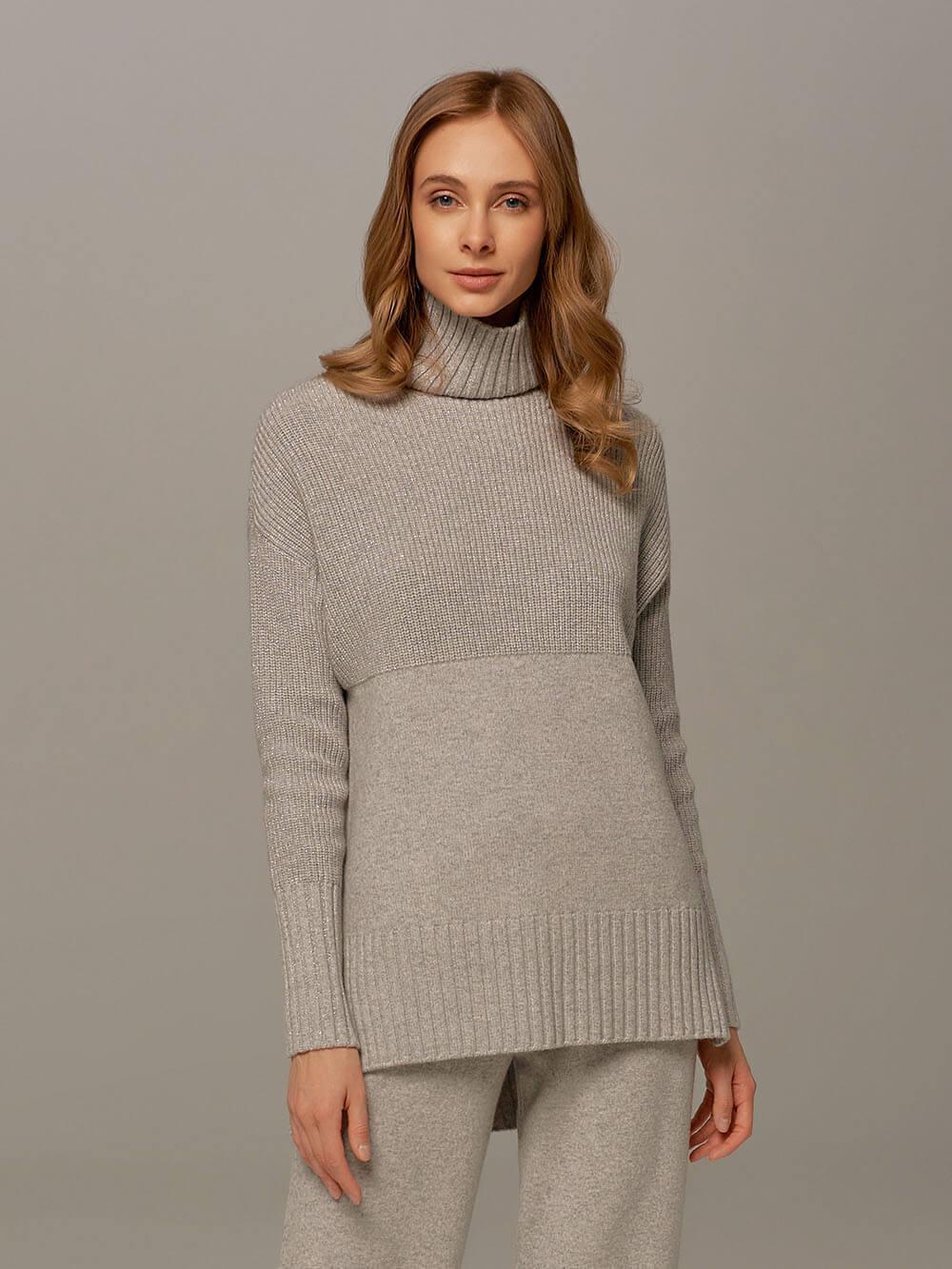 Женский свитер светло-серого цвета с высоким горлом из шерсти и кашемира