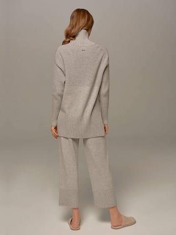 Женский свитер светло-серого цвета с высоким горлом из шерсти и кашемира - фото 7