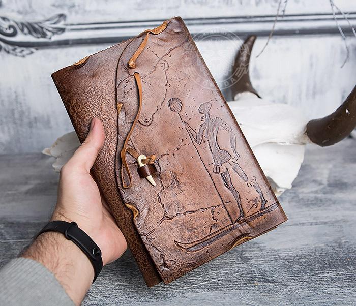 BY01-06-02 Прикольный кожаный блокнот «Лодочник» с застежкой - клыком (А5) фото 05