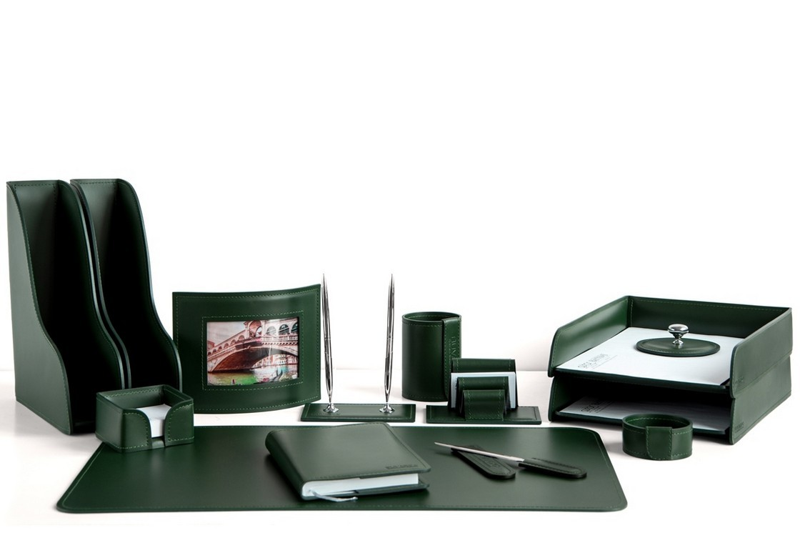 На фото набор на стол руководителя арт.1754-СТ-14  предметов зеленая кожа Cuoietto.Возможно изготовление в другом варианте цвета кожи.
