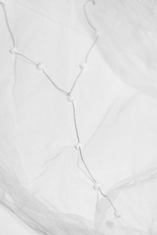 Серебряное колье галстук с белым агатом