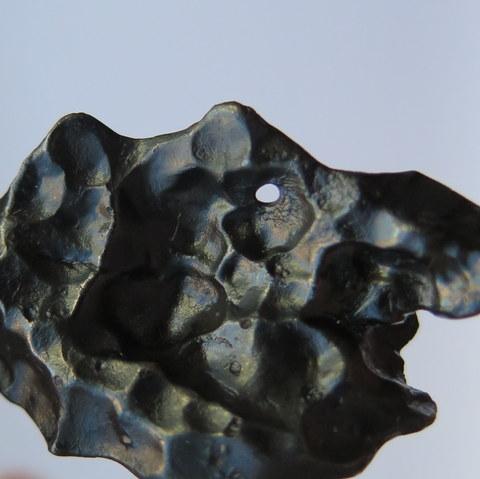 Железный метеорит Сихотэ-Алинь с отверстием