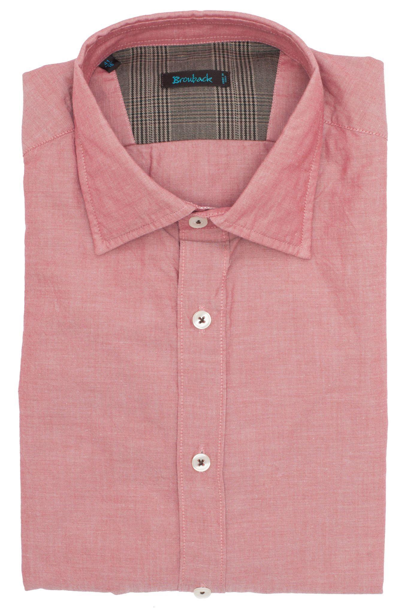 Тёмно-розовая рубашка с коричневой в клетку накладкой на локте