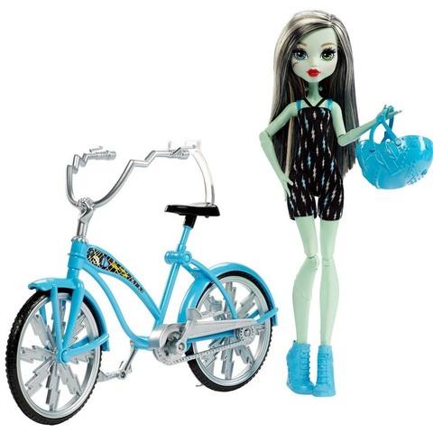 Фрэнки Штейн с велосипедом. Главные герои с аксессуарами