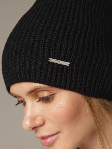 Женская черная шапка из шерсти - фото 4