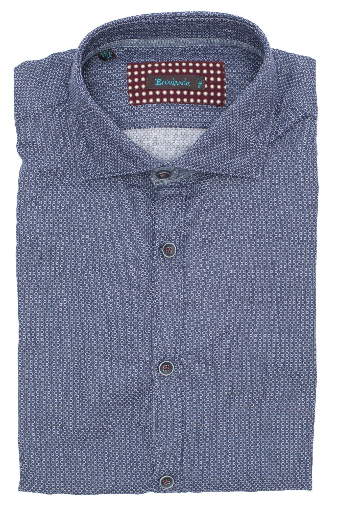 Синяя рубашка с геометрическим узором в очень мелкий белый квадрат
