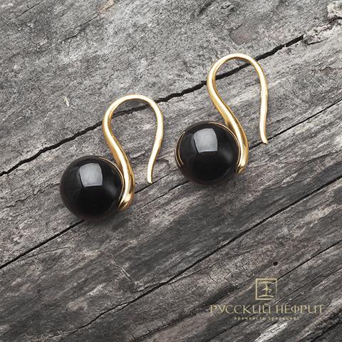Позолоченные сережки с чёрным нефритом.