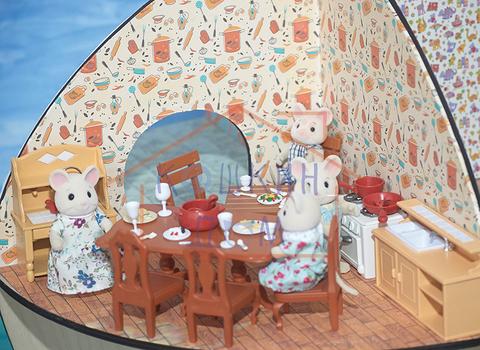 Комплект мебели для столовой и кухни с семейкой зверей Village story