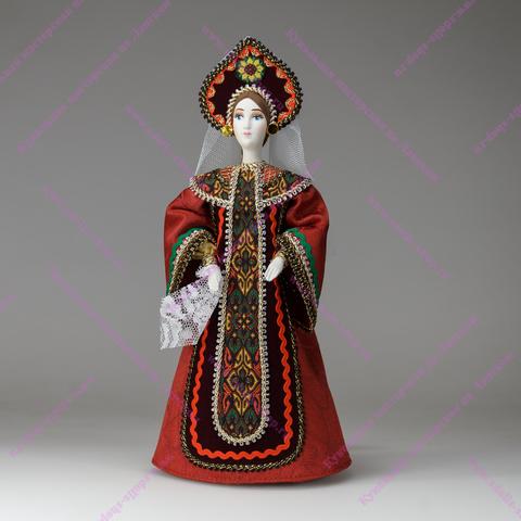 Царевна в русском костюме