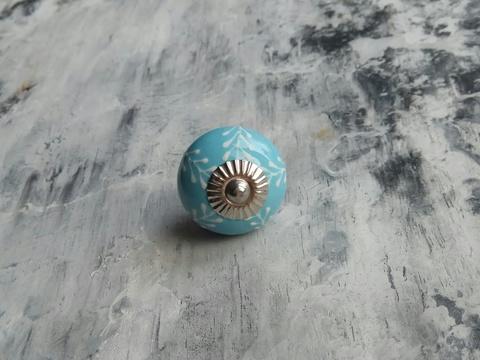 Ручка мебельная керамическая  - голубая с белым объемным узором, арт. 00001016
