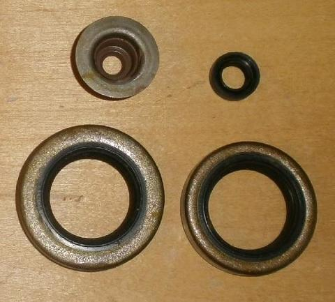 Сальник UNITED PARTS ROBIN EY15/EY18/EY20 EX13-EX21 комплект -->AT205-RBY20-04