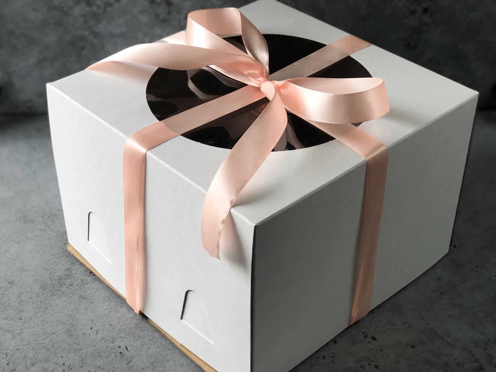 Коробка для торта с окном 26х26х18 см