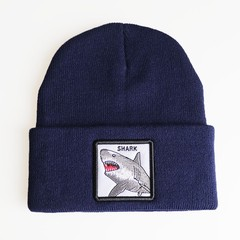 Вязаная шапка с принтом (эмблемой) Акулы синяя